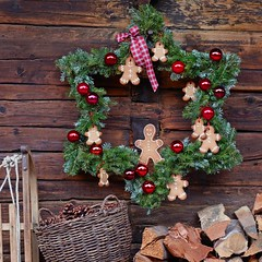 Star Wreath (Heath & the B.L.T. boys) Tags: christmas wreath gingerbreadman firewood basket star ornaments ribbon pinecone sled