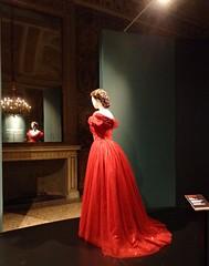 ROSSO (cannuccia) Tags: abiti manichini rosso specchi riflessi interni people moda