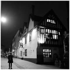 A street in the night (Norwich) (mibric) Tags: monochrome noiretblanc rue street norwich england angleterre nuit night