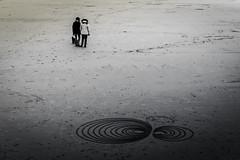 Sur le sable... (De l'autre côté du mirOir...) Tags: sable plage perrosguirec bretagne breizh bzh brittany fr france french nikon nikkor d810 nikond810 littoral mer 22 côtesdarmor noiretblanc noirblanc nb blackwhite bw négroyblanco monochrome 240700mmf28