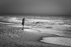 Bohemia (AvideCai) Tags: avidecai blancoynegro playa gente bn cádiz mar agua