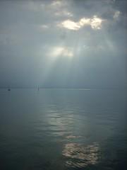 Bodensee (Compy54) Tags: bodensee wasser wolken dunst nebel sonne sonnenstrahlen zauber zauberhaft ruhe licht