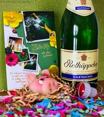 #BestWishes (ramonaschmitt) Tags: marzipan flickrfriday bestwishes nikond3300 nikon sekt getränke champagne birthday new year green grün fun spas korken rosa blau gegenstand