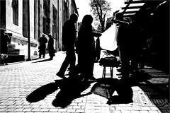 gt_007 (la_imagen) Tags: bursa giving taking selling storiesofgivingtaking givingtaking türkei turkey türkiye turquía sw bw blackandwhite siyahbeyaz monochrome street streetandsituation sokak streetlife streetphotography strasenfotografieistkeinverbrechen menschen people insan shopping trade einkaufen verkaufen atmak satınalmak geben nehmen vermek ticaret handel light licht schatten shadow gölge ışık