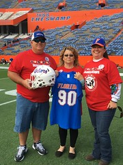 2016_T4T_University of Florida 85 (TAPSOrg) Tags: taps tragedyassistanceprogramsforsurvivors teams4taps gainesville florida universityofflorida football collegefootball salutingthosewhoserve survivors 2016 military vertical redshirt footballfield group family women male jersey helmet posed outdoor