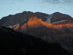 A stripe of alpenglow (echumachenco) Tags: cloud sky suiza svizzera suisse schweiz glacier dreitausender alpenglow sunset evening summer august simmental lenk alps outdoor mountainside mountain alpesbernoises bernesealps berneralpen wildstrubel ammertenhorn