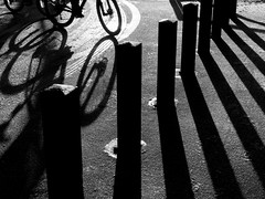 DSCF3032 (Neil Johansson LRPS) Tags: fujifilmx30 blackandwhite monochrome bnw urban urbanphotography urbanandstreet street streetphotography streetphotographer streetphoto streetphotobw streetlife streetsnappers shadows light dark graphic shapes lines angles delamere delamereforest cheshire