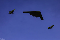 B2 Flyover (Thad Zajdowicz) Tags: zajdowicz pasadena california roseparade 2018 usa outdoor outside canon eos 5dmarkiii 5d3 digital dslr color colour festive availablelight lightroom airplanes usaf b2 f35 stealth flyover sky military airplane bomber fighter aircraft ef70200mmf4lisusm