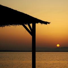 Ocaso en mi Mar Menor - Sunset in my Mar Menor (nuska2008) Tags: nuska2008 nanebotas ocaso atardecer marmenor olympussz30mr vacaciones tramonto belleza tranquilidad paz silueta orilladelmar sun sunset harmonyofsee dreamingsunsets