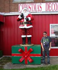 """Ho Ho Ho Merry Christmas! (Vinny Gragg) Tags: •template """"roadsideattraction"""" """"roadsideattractions"""" """"mufflerman"""" """"mufflermen"""" """"roadsidestatue"""" """"roadsidegiants"""" """"roadsidestatues"""" """"bigguys"""" """"roadsideoddities"""" statues statue """"roadsideart"""" giants sign signs santaclaus santa claus merrychristmas merry christmas present santastatue santaclausstatue livingstonillinois livingston illinois thepinkelephantantiquemall pinkelephantantiquemall antige antique"""
