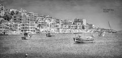 (875/17) Tranquilidad en el puerto (Pablo Arias) Tags: pabloarias photoshop photomatix capturenxd raúlarias bote barco agua mar mediterráneo monocromático bn blancoynegro marsaclokk malta nubes