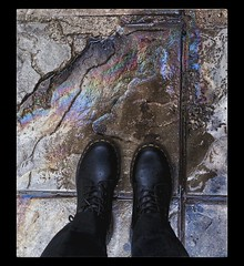 Oil (PattyK.) Tags: ioannina giannena giannina epirus ipiros balkans greece grecia griechenland hellas ellada europe europeanunion whereilive snapseed amateurphotographer ιωάννινα γιάννενα γιάννινα ήπειροσ βαλκάνια ελλάδα δεκέμβριοσ 2017 december winter χειμώνασ oil liquid pavement feet λάδι βροχή πόδια βροχερόσκαιρόσ rainyweather rainyday wet rain