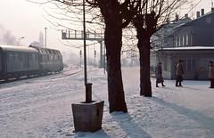 Jena DR  |  1985 (keithwilde152) Tags: br118 goschwitz jena saalebahn dr east germany ddr 1985 station town passenger train platforms tracks people diesel locomotives outdoor winter snow