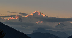 Le soleil se lève sur le mont blanc (roland.grivel) Tags: montblanc alpes hautesavoie féternes champellant chablais aube leverdujour leverdesoleil