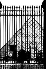 2017-12-21 (Giåm) Tags: paris louvre palaisdulouvre cournapoléon pyramidedulouvre iledefrance france frankreich frankrike frankrig giåm guillaumebavière