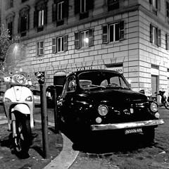 Fiat 500 e Piaggio, Roma (pom.angers) Tags: panasonicdmctz30 february 2017 rome roma lazio italia italy europeanunion car vintagecar fiat fiat500 cinquecento scooter motorino vespa piaggio 100 200 300