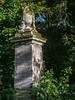 LR London 2017-300044 (hunbille) Tags: birgittelondonoktober20172lr london england nunhead cemetery magnificentseven magnificent seven victorian autumn fall allsaintscemetery all saints grave stone graves urn framed
