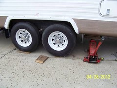 Tire off ground (Camper JohnB) Tags: tire wheel loads