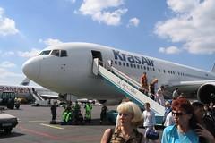 Прибытие в Домодедово (Viacheslav Smolensky) Tags: 2005 домодедово командировки москва airunion boeing767 krasair
