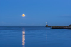 Super Lighthouse Moon (syf22) Tags: supermoon aberdeenharbour scotland aberdeen celestialbody fullmoon heavenlybody norm satellite bluehour dusk evening eve nightfall water sky lighthouse torry breakwater pier southpier