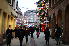 Street to Place Kleber (Katrinitsa) Tags: strasbourg2017 strasbourg france christmas christmasdecoration christmaslights christmastree bokeh focus canon canoneosrebelt3i canoneos600d ef35mmf14lusm amazing awesome magic magical beauty beautiful happy happiness happynewyear joy landscape nature cityscape city streetphotography street christmasmarket market walking sparkling travelphotography travel europe season holidays art artistic architecture tree colors red winter lights