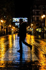 After the rain (ralcains) Tags: españa spain andalousia andalucia andalusia andalucía sevilla seville siviglia street streetphotography calle fotografiadecalle lluvia rain pluie night leica leicam240 leicam summicron 50mm ngc telemetrica rangefinder lights backlighting contraluz