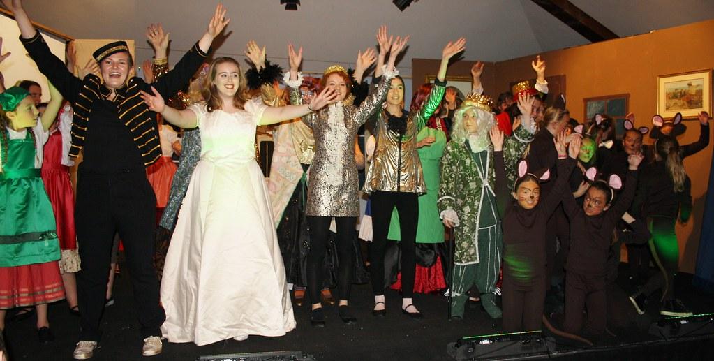 Cinderella all cast finale waving