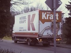2017:12:27 17:12:50 LKW Möbel Kraft (torstenbehrens) Tags: volle bremsung statt kraft voraus tarbek schleswigholstein deutschland