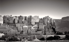Manhattan of the Desert (tsiklonaut) Tags: pentax 67 6x7 film analog analogue analogica analoog 120 roll medium format kodak trix 320 txp black white negro y blanco mustvalge jeemen yemen wadi hadramawt hadramaut hadhramout shibam architecture city mud brick ancient old cliff built middle east arabian linn muda urban planning travel discover experience drum scan drumscan pmt oriental 1001 nights al hajarayn alhajrain desert town canyon