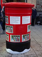 Double Pillar Box, Queen Street, Cardiff 18 December 2017 (Cold War Warrior) Tags: gpo post christmas xmas iron pillarbox postoffice royalmail elizabethii