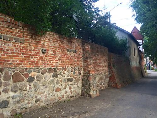 Mur (Dębowa) w Lidzbarku Warmińskim między Wysoką Bramą a dawną remizą