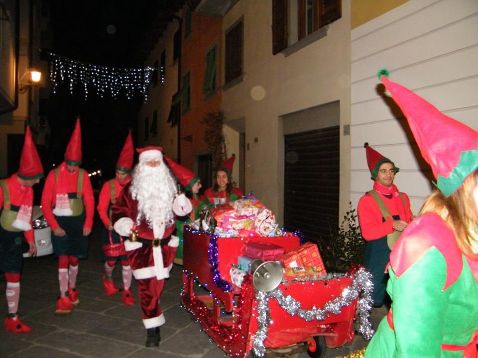 Babbo Natale desanese festa per i bimbi