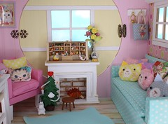The Christmas Miracle #2 (Arthoniel) Tags: namarie howl latidoll lati latiyellow haru green tan sunny christmas doll bjd balljointeddoll miniature tiny collection toy figure nereapozo keera diorama ooak 18 scale squirrel nutkin rement resin nomyens faceup cat dollhouse roombox house