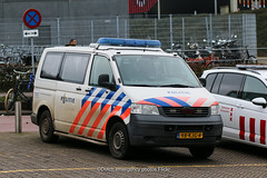 Dutch police Volkswagen T5 (Dutch emergency photos) Tags: politie police polizei polis politi policia amsterdam nederland nederlands nederlandse netherlands dutch volkswagen t5 transporter 5 vista fedsig fed sig federal signal 112 999 911 emergency vehicle car van 98kjg4