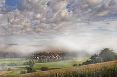 Morgennebel im Haunetal (Uli He - Fotofee) Tags: ulrike ulrikehe uli ulihe ulrikehergert hergert nikon nikond90 fotofee haunetal haune nebel nebelschwaden morgens morgenstimmung wolken