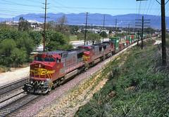 873 24-04-95 (IanL2) Tags: atsf warbonnet ge dash8 sanbernadino california usa trains railways railroad 873 doublestack