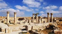 JORDANIA (Grace R.C.) Tags: ruinas jordania antigüedad ruins columnas amman