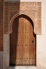 Alhambra (mφop plaφer) Tags: grenade granada espagne espana spain andalousie andalucia alhambra maure mauresque moorish calligraphie calligraphy sculpture architecture islam muslim musulman palais palace nasride porte door ombre shadow