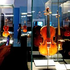 Cremona, Museo del Violino (pom'.) Tags: panasonicdmctz30 november 2017 cremona lombardia italia italy europeanunion music violin stradivari stradivarius 18thcentury 17thcentury museum museodelviolino violino violon 100 200 300 400 5000