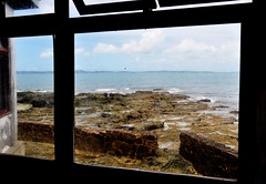 and through the window... (Ruby Ferreira ®) Tags: window lowtide marébaixa bay baía ilhadeitaparicaba afterrain janela drops