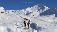 Tutti insieme (_Nick Photography_) Tags: img5127 valsassina artavaggio sodadura racchettedaneve snowshoes winter hiking hikers escursionisti ciaspole gente snowylandscape beauty bestwishes newyear hope alpineresort alpinescenery canoneos6d montagnedilombardia alltogether