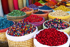 Single-coloured or multi-coloured? (imke.sta) Tags: souq souk cactusflowers medina marrakech marrakesh marokko morocco maroc