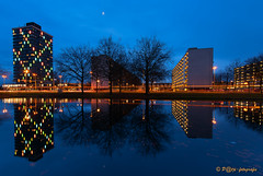 Helix building Arnhem-Presikhaaf (www.petje-fotografie.nl) Tags: arnhem bluehour gelderland ptjefotografie presikhaaf bluaweuur langesluitertijd nieuw spiegeling verlichting