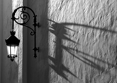 Sneaking shadow... (Raquel Borrrero) Tags: shadow sombra bw blancoynegro blackandwhite blanco negro farola light wall pared muro luz streetlight líneas nikon andalucía cádiz