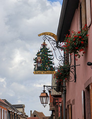 Vacances_0285 (Joanbrebo) Tags: riquewihr grandest francia fr hautrhin alsace cityscape streetscenes street carrers calles canoneos80d eosd efs1855mmf3556isstm autofocus signs letrero