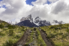 Parque Nacional Torres del Paine (Homayra Oyarce G.) Tags: octavamaravilladelmundo patagonia paisajes parquenacionaltorresdelpaine comunadetorresdelpaine regióndemagallanesylaantárticachilena chile sudamérica latinoamericano surdechile surdelmundo eosrebelt3i trekking loscuernos montañas