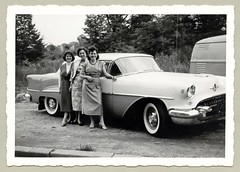 """1955 Oldsmobile 88 (Vintage Cars & People) Tags: vintage classic black white """"blackwhite"""" sw photo foto photography automobile car cars motor vehicle antique auto girl woman fifties fashion lady chevrolet oldsmobile olds eightyeight 1955oldsmobile oldsmobile88 1950s dress floraldress hees pumps beehive hairdo whitewalltyres whitesidewalltires whitewalls"""