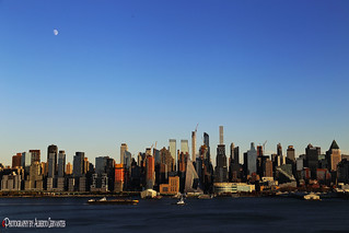 LA LUNA EN MANHATTAN. THE MOON IN MANHATTAN. NEW YORK CITY.