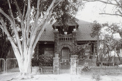Canonet G-III QL South Park 1911 House (▓▓▒▒░░) Tags: canonet japan giii ql canon 1970s rangefinder la losangeles history abandoned analog analogue mechanical style design architecture classic retro vintage 35mm film camera black white bw contrast monochrome