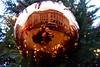 Reflectie / Londen (rob4xs) Tags: londen london reflectie reflection kerstbal bauble mirrorproject engeland england verenigdkoninkrijk unitedkingdom uk ron jos astrid rob rob4xs kerstmis christmas